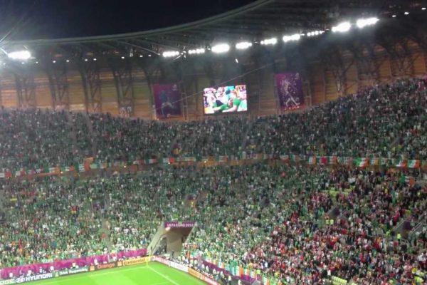 irische fans singen fields of at
